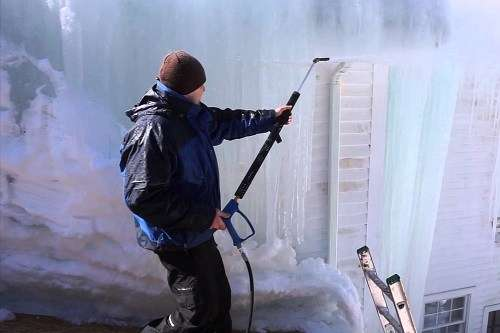 Ice Dam Cleaning with a High Pressure Cleaners
